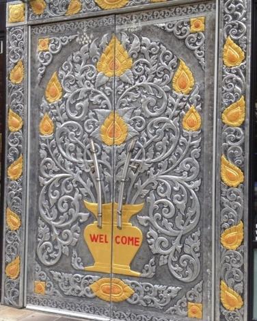 doors_thai